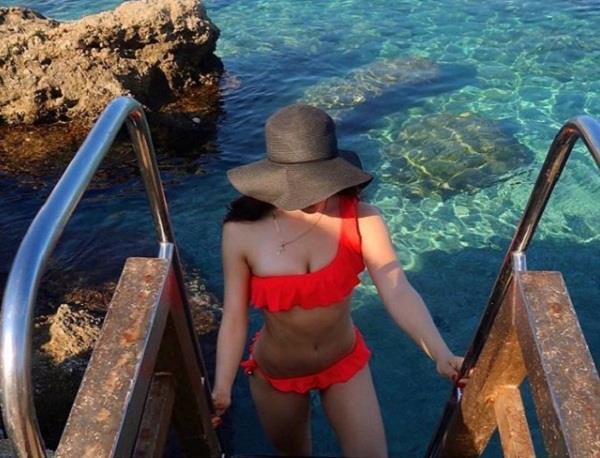 elli avram bold pictures in bikini