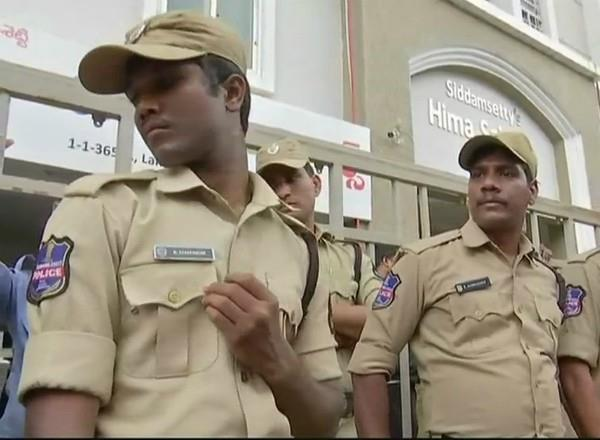 pune police arrest maoist sympathizers nationwide