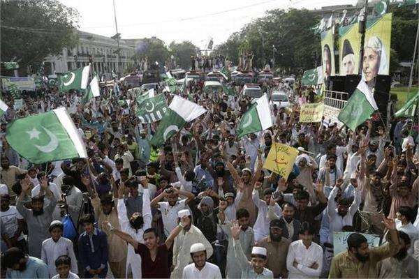 3 killed 35 injured in pakistan s independence day celebrations