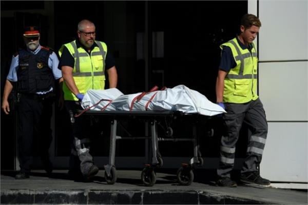 spain knife man killed in attack on police station