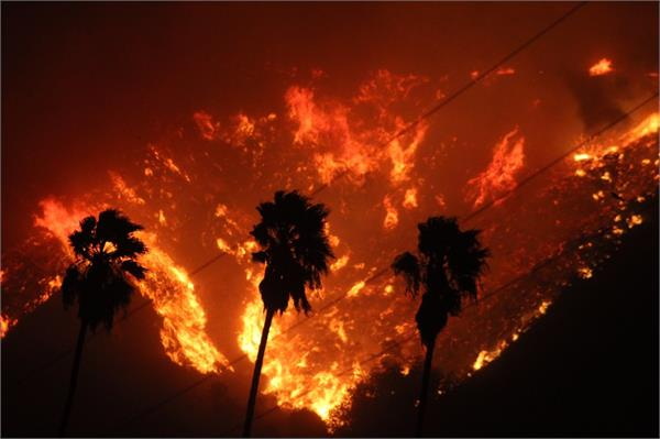 dangerous fires in the forest of california people struggling for a month