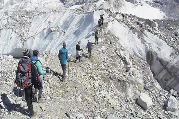 travelers returning from the middle of manasarovar yatra