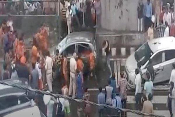group of kanwariyas vandalise a car in delhi moti nagar