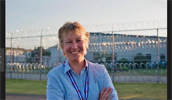 english teacher taught women prisoners to write poetry