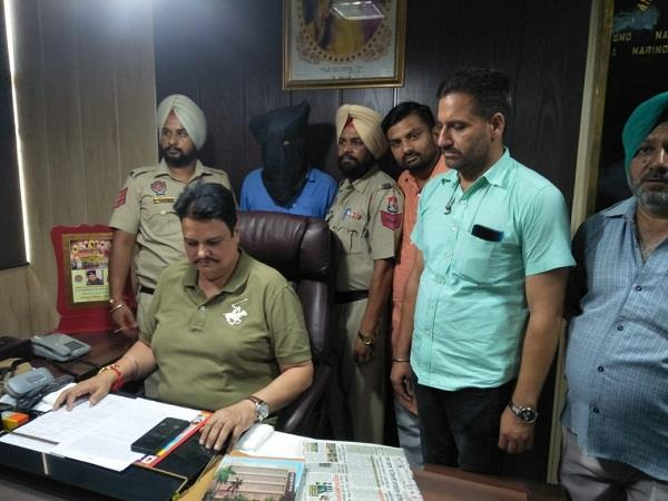 arrested for rs 2 5 crore fraud by hoax of getting jobs