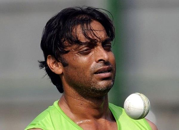 shoaib akhtar fight with this rare disease in his 18 year long career