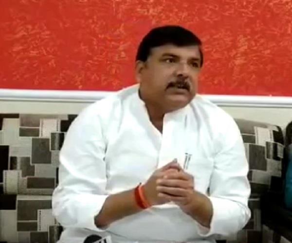 yogi sarkar giving sanjay singh not to meet chandrasekhar sanjay singh