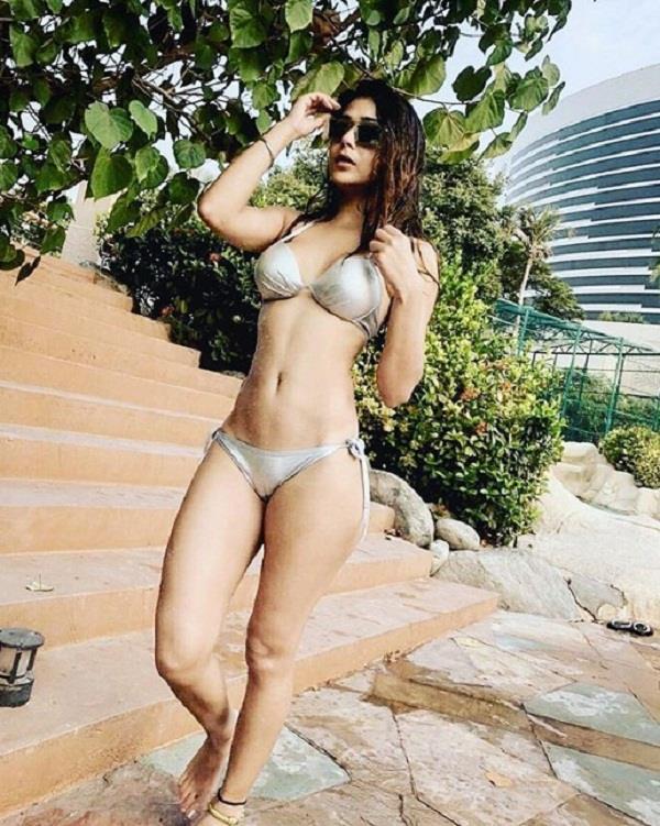 sara khan bold pictures