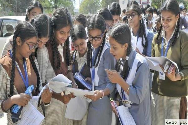 about 9 lakh students reduced registration for up board 2019 exam