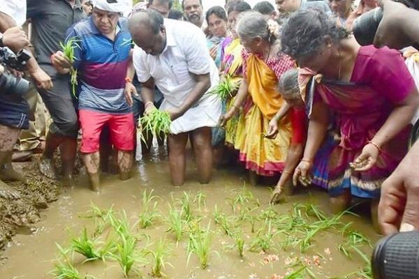 kumaraswamy became a farmer for a day