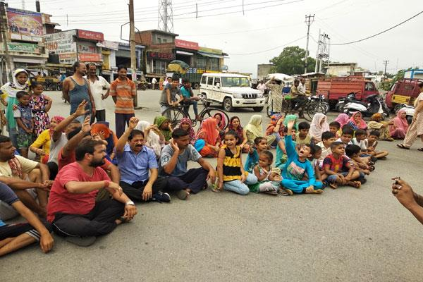 protest against light cut in kathua