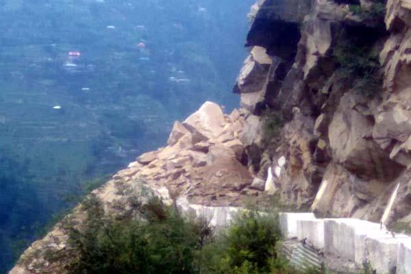 rocks falling on karhham sangla route contact cut off sangla valley from world
