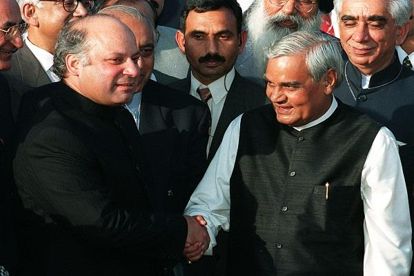when vajpayee reached lahore by bus