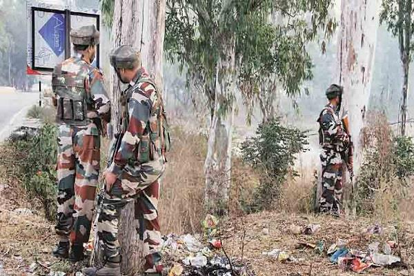 four militant piles youth injured in encounter in north kashmir