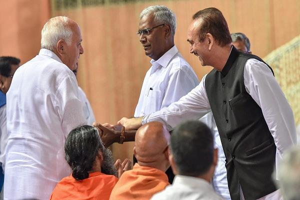 ghulam nabi azad spoke at the tribunal meeting accompanied by vajpayee