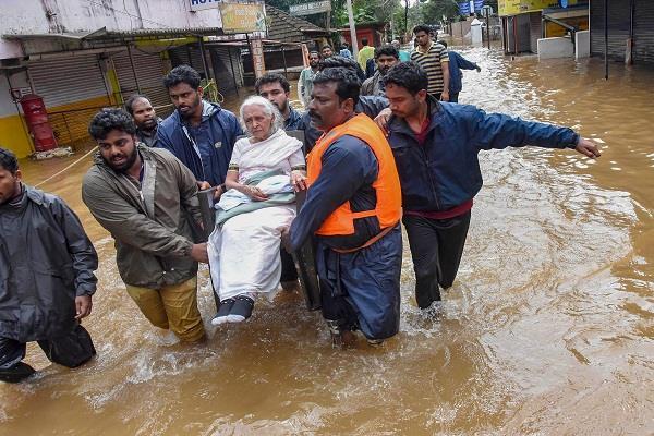 vasundhara announces 10 crores for relief in kerala