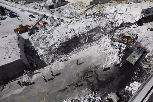 syria blasts in arms depots 39 people killed