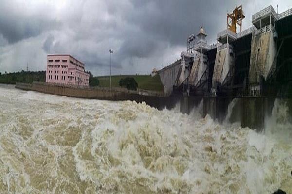 flood alert continues in 6 districts of tamilnadu near kaveri river
