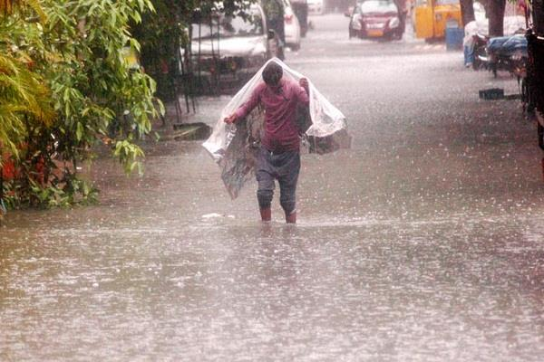 monsoon re active in gujarat heavy rainfall at many places three deaths