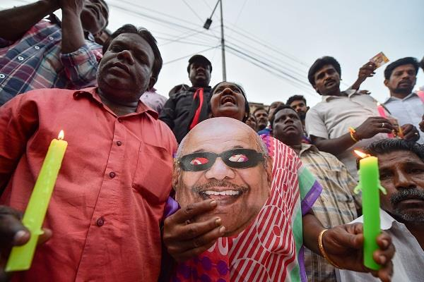 dmk to reach karunanidhi on burial of marina beach