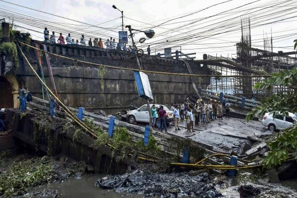 kolkata bridge collapse pm modi expressed sadness