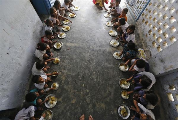 24 children ill with eating midday meal at school