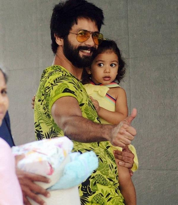 shahid spotted with misha outside the hospital