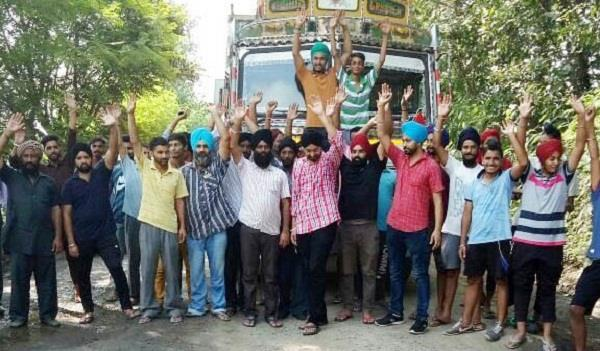 people protest against damaged road