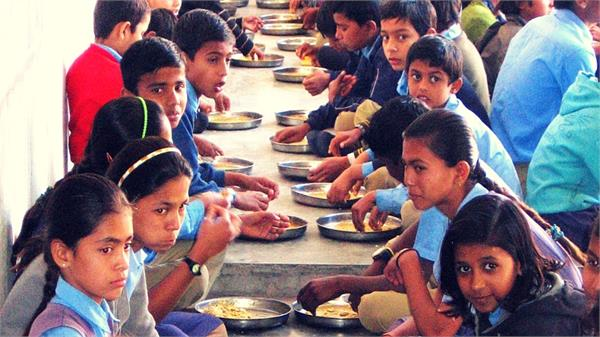 42 students sick from eating poisonous food