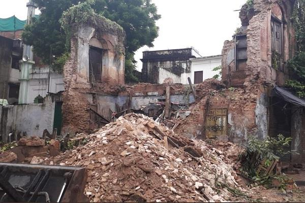 a part of two storey building collapses in lucknow