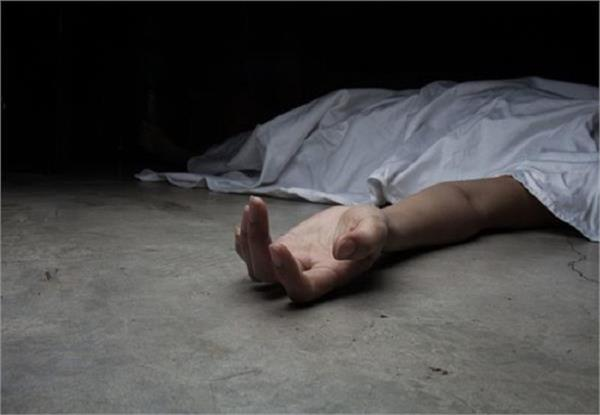 found dead in company found in noida