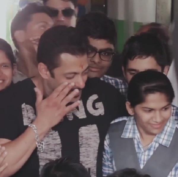 salman khan meets special children