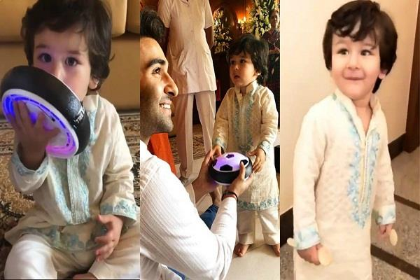 taimur looks royal as visits aadar jain s house with kareena for ganesha darshan