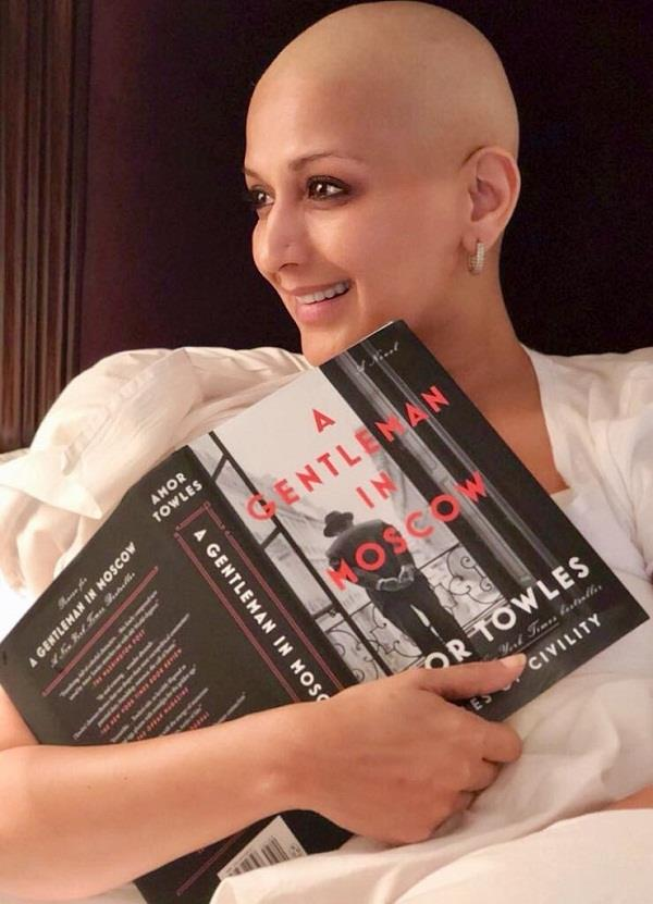 sonali bendre share a new picture in bald look