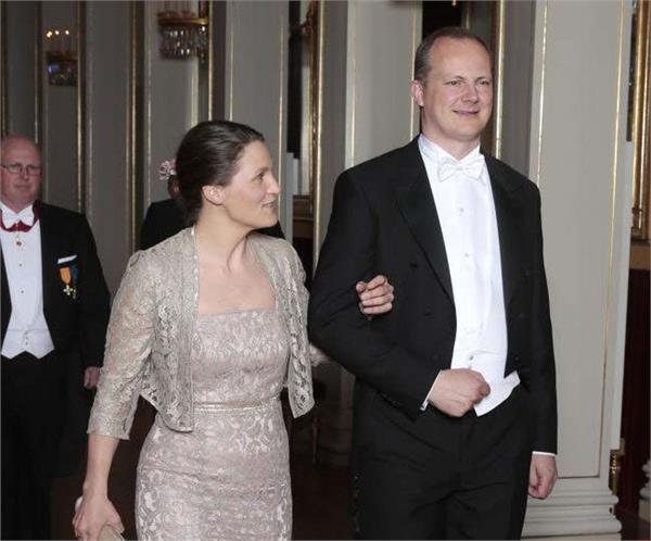 norwegian minister steps down for wife s career