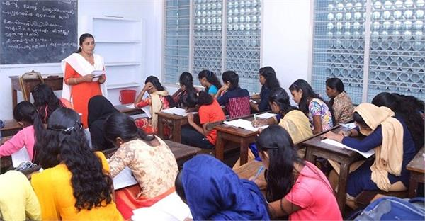 kerala flood 8th and 9th students preparing notes for children of 10th