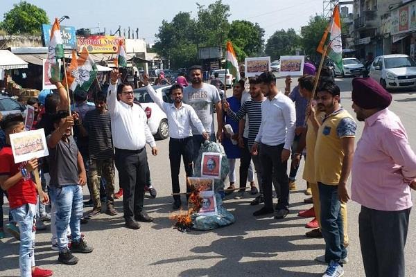 youth congress threw the effigy of modi jaitley and mallya