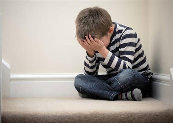 बच्चों को डिप्रैशन का शिकार बनाती हैं ये बातें