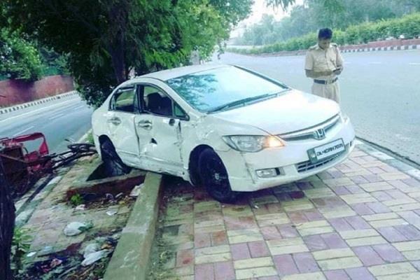 drunk man drive car on footpath killed two men