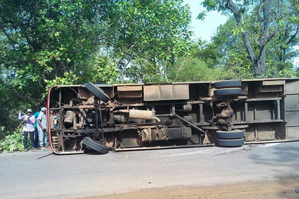 bus reverses 15 injured