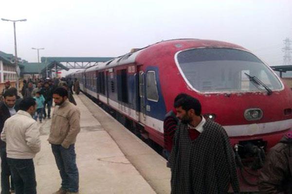 rail service resumed in kashmir after 2 days