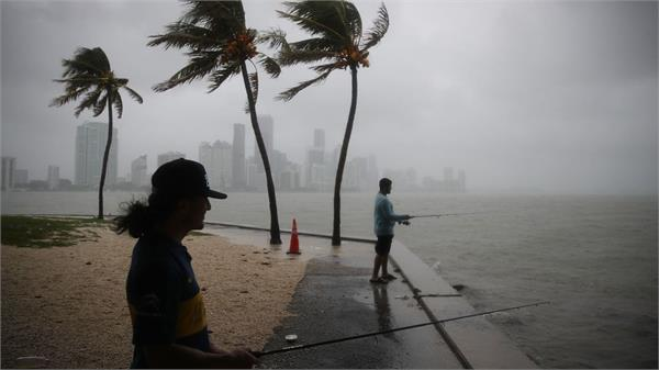 monstrous storm hits florida on the coast of florida
