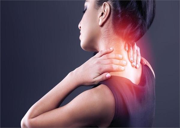 सर्वाइकल की शुरुआत है गर्दन दर्द