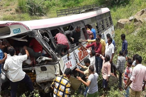 10 people killed in bus accident near kondaagattu
