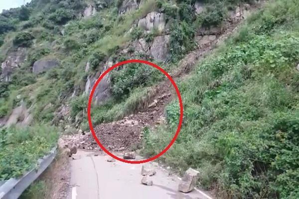 circular road closed due to landslide due to naina devi