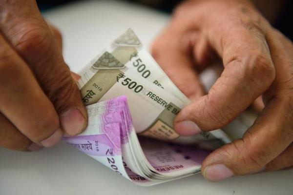 rupee depreciates dollar rises to 72 rupees for the first time