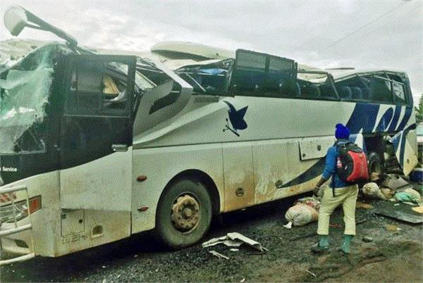 bus attack kills one wounds several in cameroon