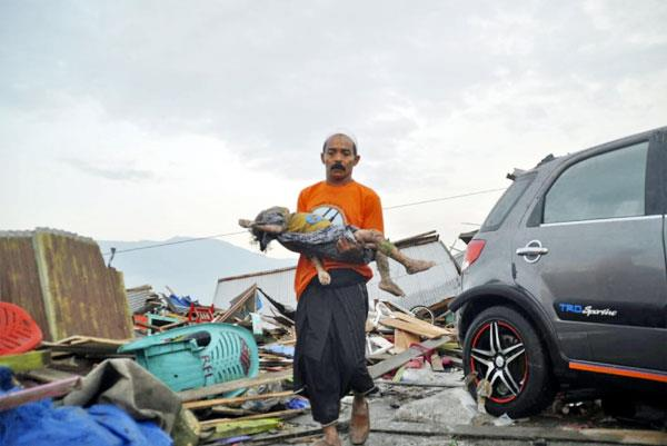 indonesian city tsunami killed 384 killed hundreds wounded