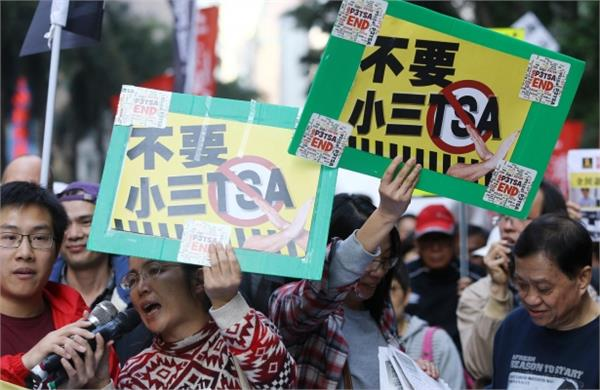 in china people protesting against education