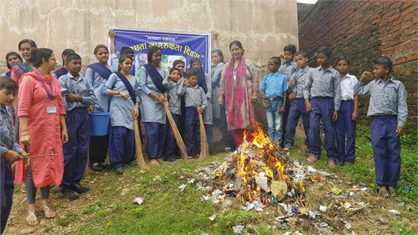 students come out on roads with mop to celebrate safai abhiyaan